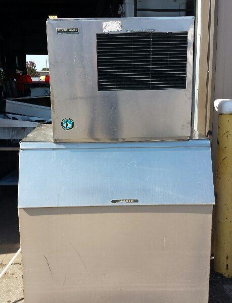 Hoshizaki 600 lb ice machine with bin